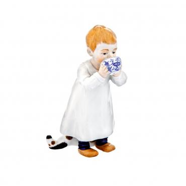 """Статуэтка """"Ребенок с чашкой"""", H 17 см"""